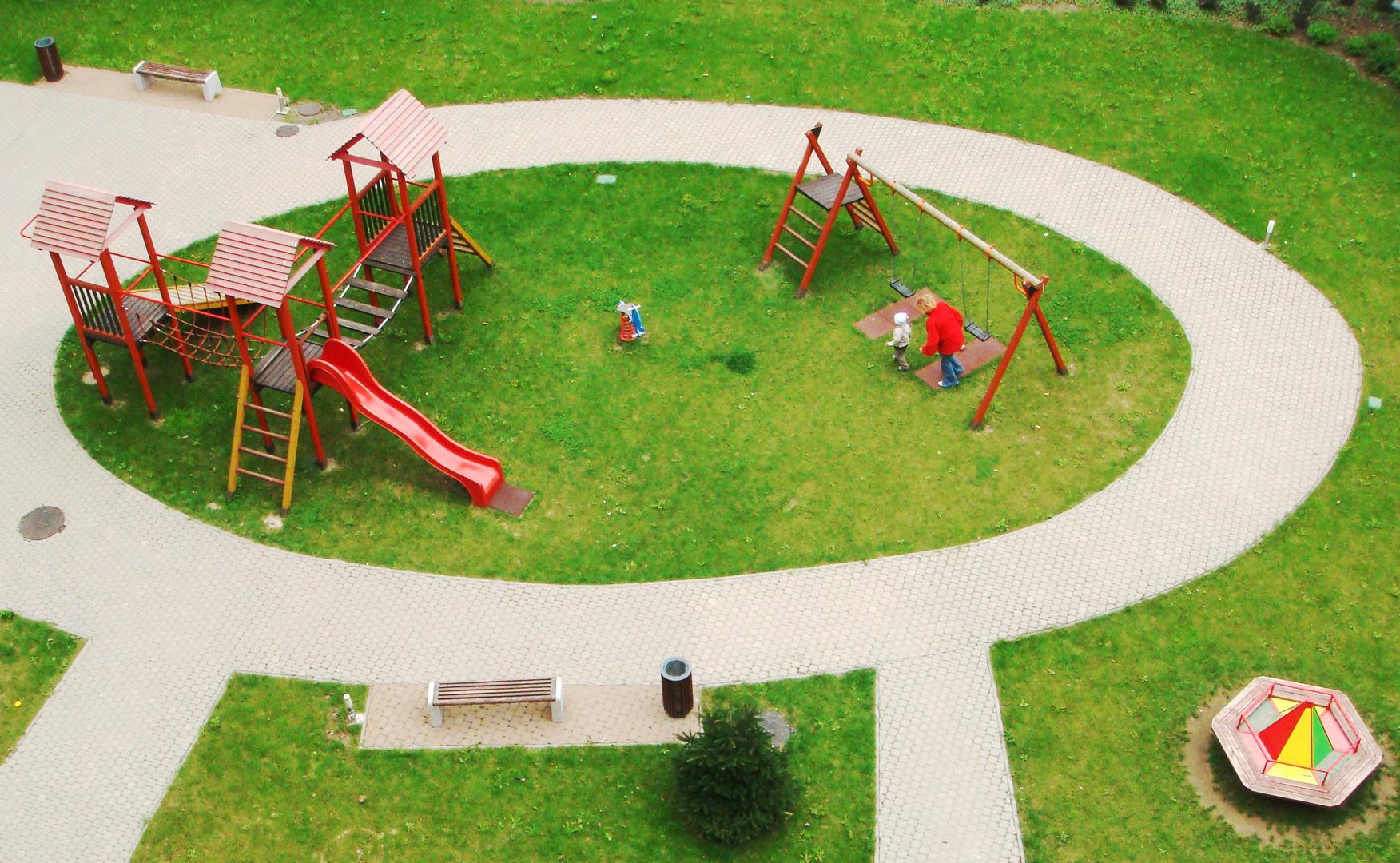 Bytová komunita s privátnym, uzamykateľným detským ihriskom