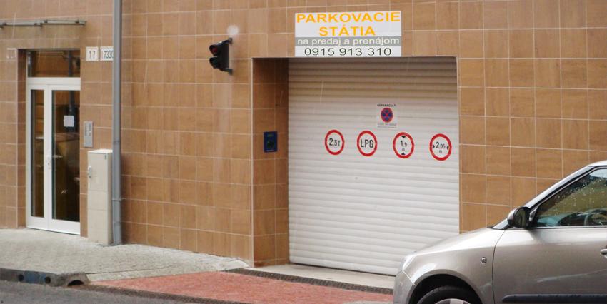 Neďaleko je možnosť prenájmu automaticky parkovacej garáže